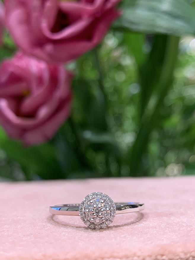 Image of   14 Karat Hvidguld Ring fra Henrik Ørsnes Design med Brillanter 0,14 Carat TW/SI